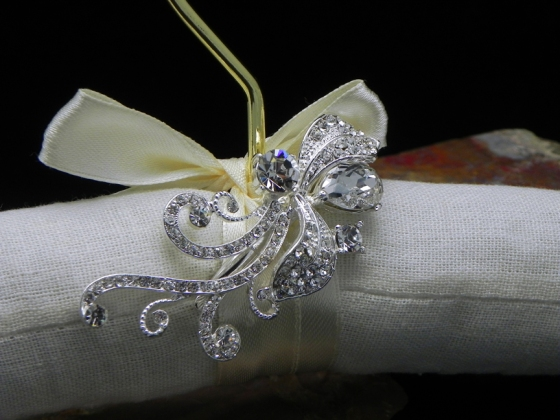 Embellished with removable hair clip